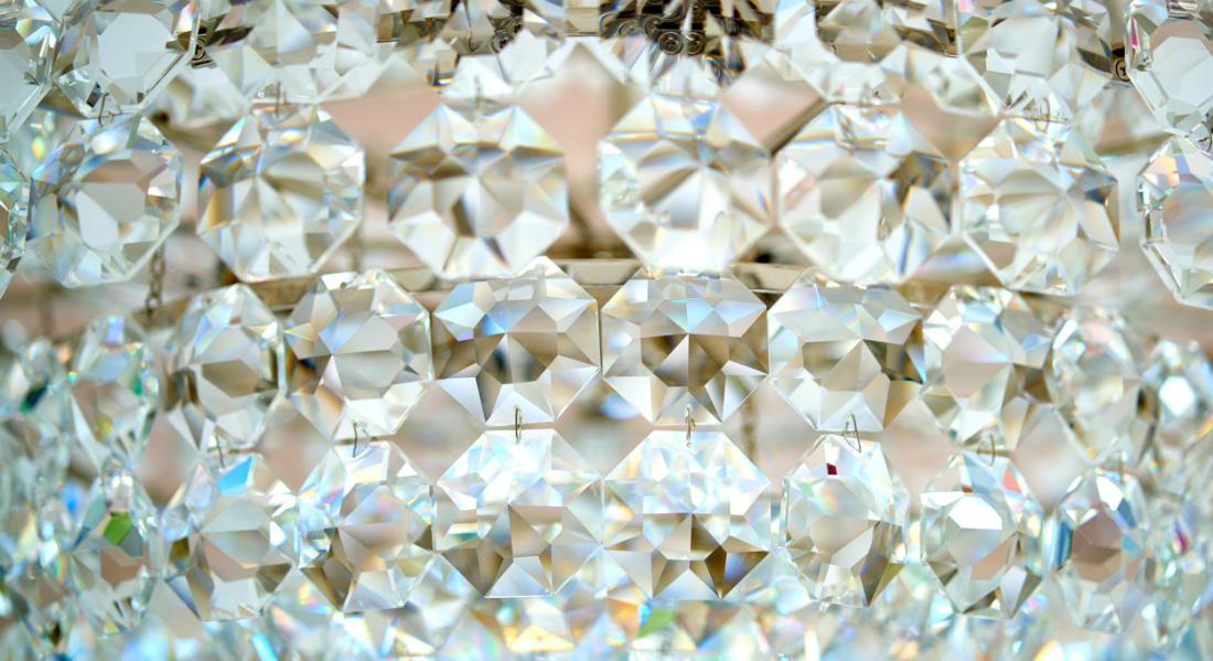 chandelier-close-up-bryn-mawr-pa