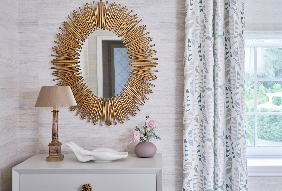 bryn-mawr-pa-in-law-suite-gold-mirror-side-table