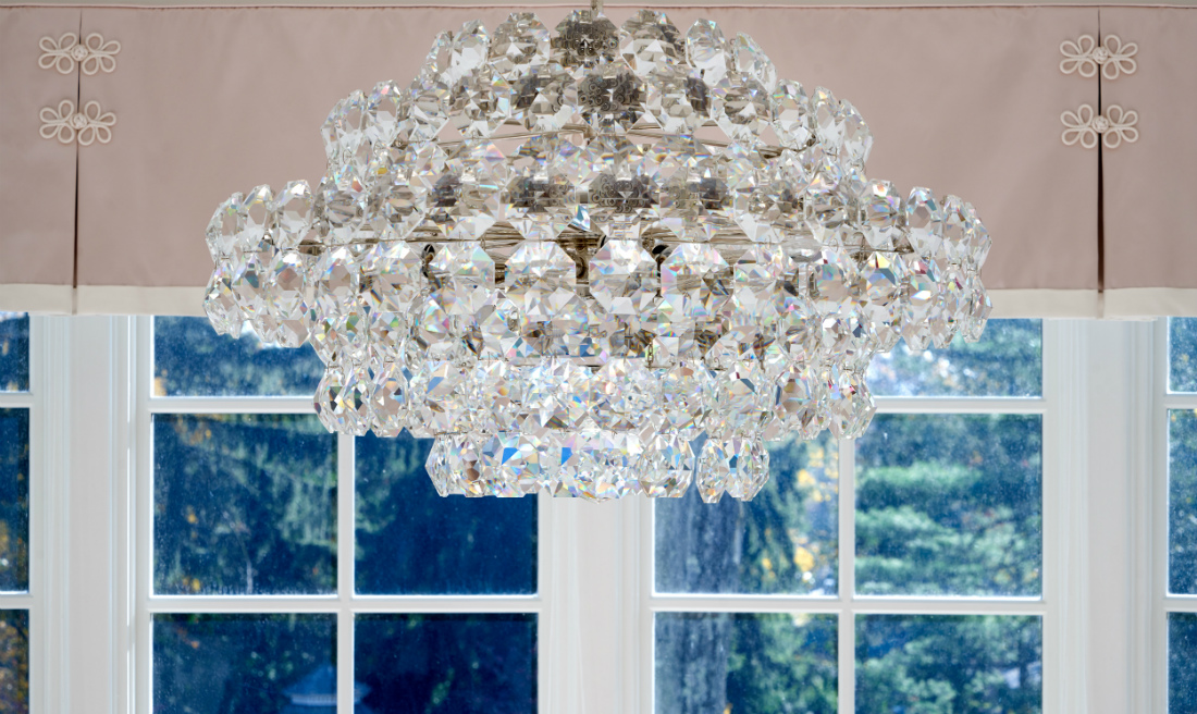 bryn-mawr-pa-chandelier-close-up-interior-design