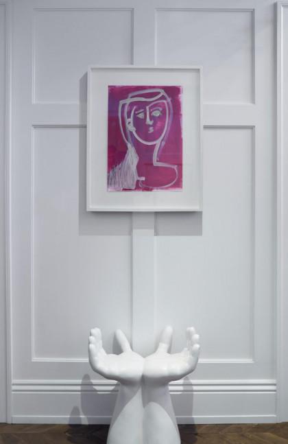 foyer-art-hands-sculpture-fuller-interiors